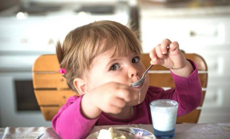 Feeding Teething Baby - Helpful Tips For Parents
